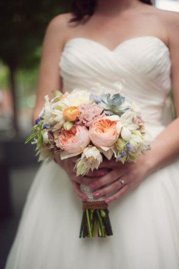 Bouquet de Novia con rosas, orquídeas dendrobium y ranúnculos