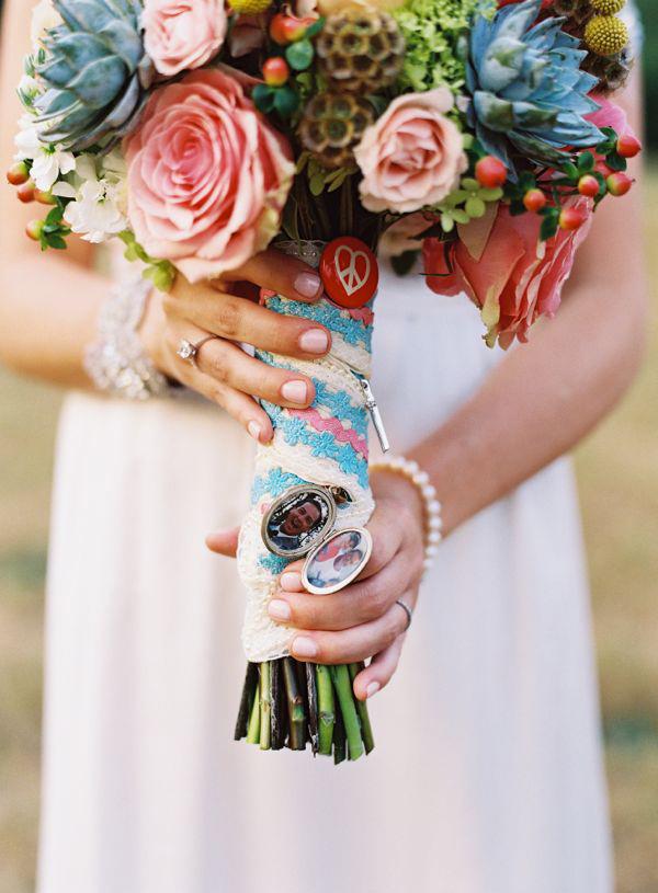 Bouquet de Novia colores vivos con adornos